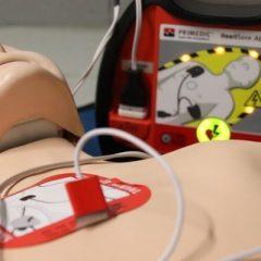 מתי מחברים דפיברילטור להצלת חיים ואיך עושים זאת?